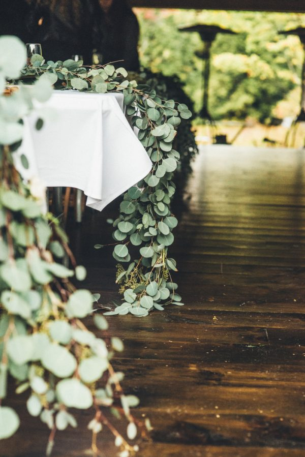 glamorous-upstate-new-york-barn-wedding-at-handsome-hollow-11