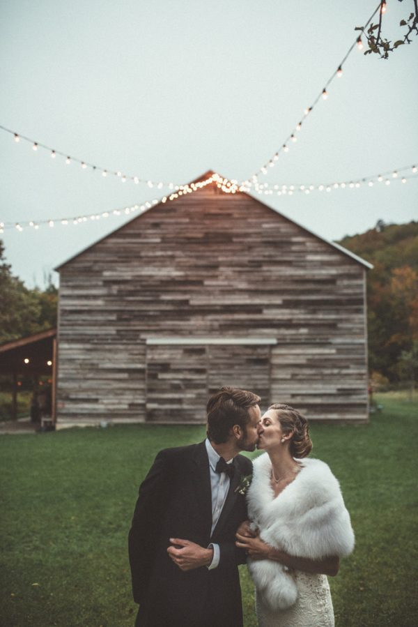 glamorous-upstate-new-york-barn-wedding-at-handsome-hollow-32