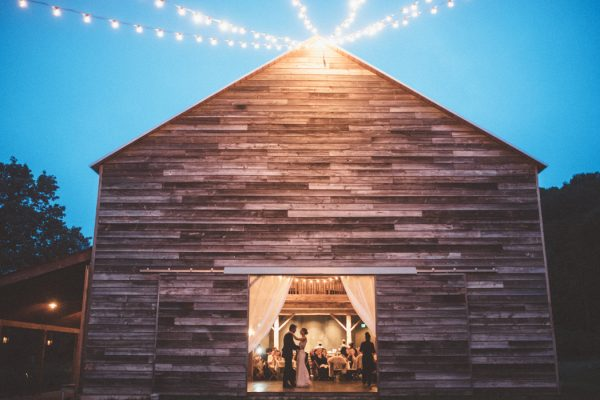 glamorous-upstate-new-york-barn-wedding-at-handsome-hollow-37
