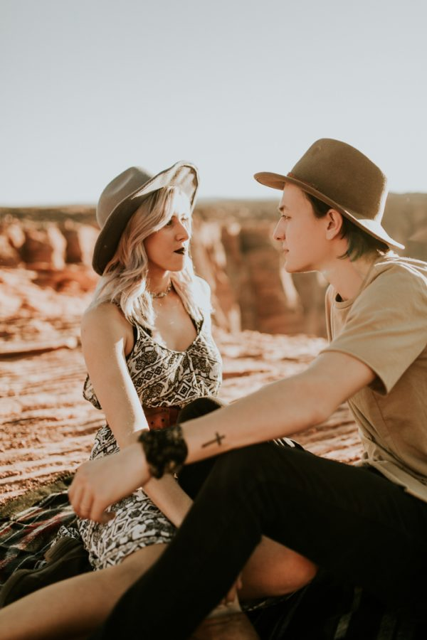 jaw-dropping-destination-engagement-session-at-horseshoe-bend-1