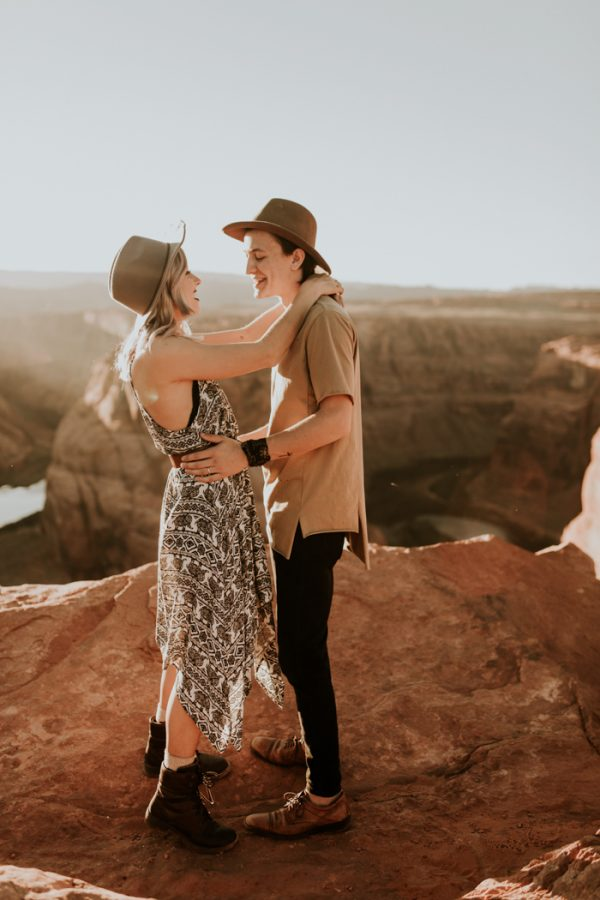 jaw-dropping-destination-engagement-session-at-horseshoe-bend-11