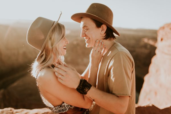 jaw-dropping-destination-engagement-session-at-horseshoe-bend-12