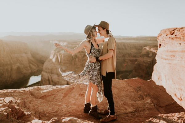 jaw-dropping-destination-engagement-session-at-horseshoe-bend-13