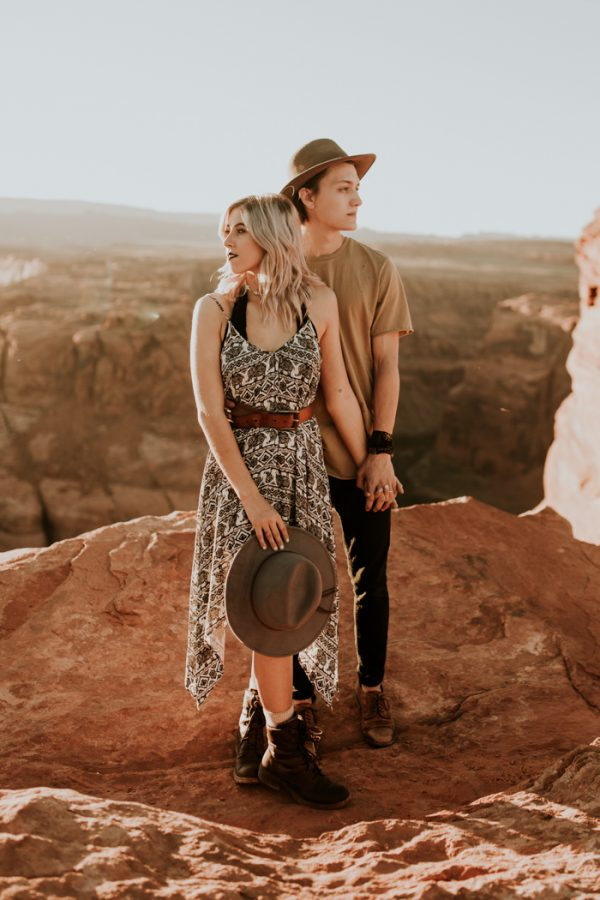 jaw-dropping-destination-engagement-session-at-horseshoe-bend-14