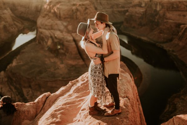 jaw-dropping-destination-engagement-session-at-horseshoe-bend-16