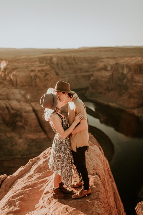 jaw-dropping-destination-engagement-session-at-horseshoe-bend-17