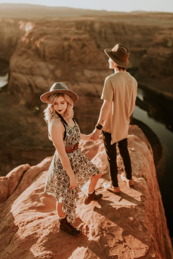 jaw-dropping-destination-engagement-session-at-horseshoe-bend-18