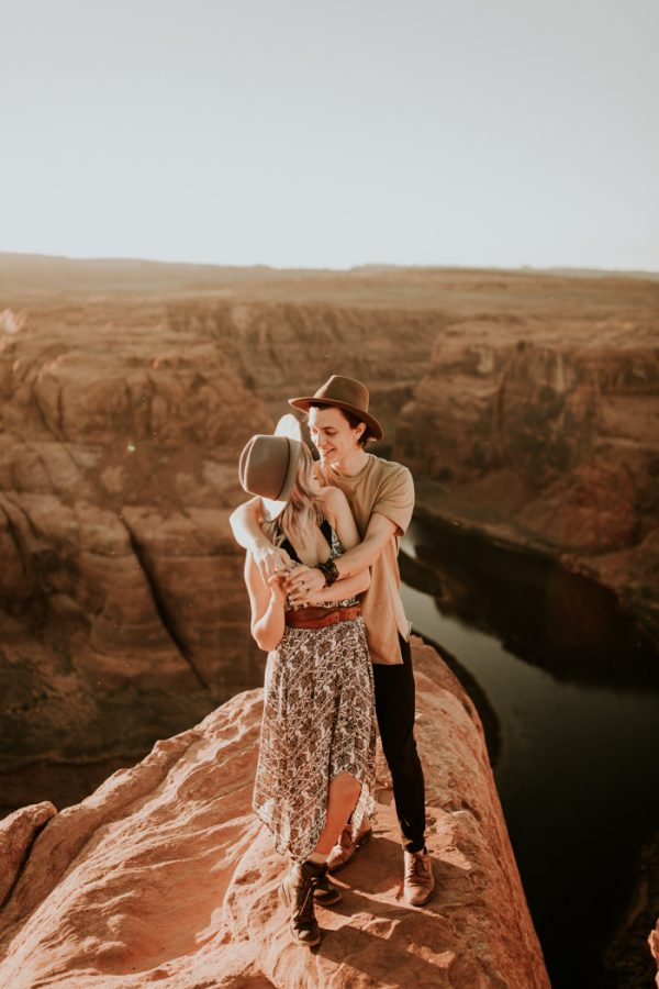 jaw-dropping-destination-engagement-session-at-horseshoe-bend-21