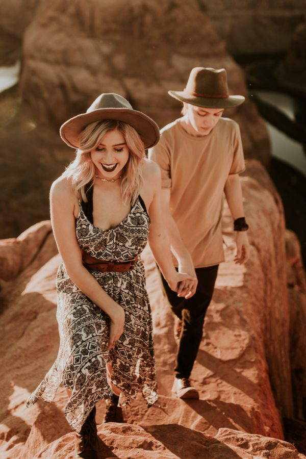 jaw-dropping-destination-engagement-session-at-horseshoe-bend-22