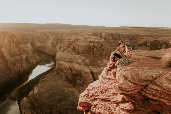 jaw-dropping-destination-engagement-session-at-horseshoe-bend-23
