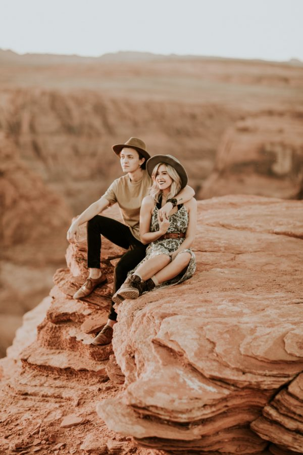 jaw-dropping-destination-engagement-session-at-horseshoe-bend-24