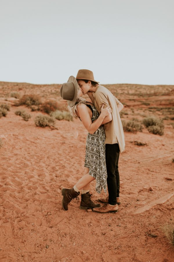 jaw-dropping-destination-engagement-session-at-horseshoe-bend-27