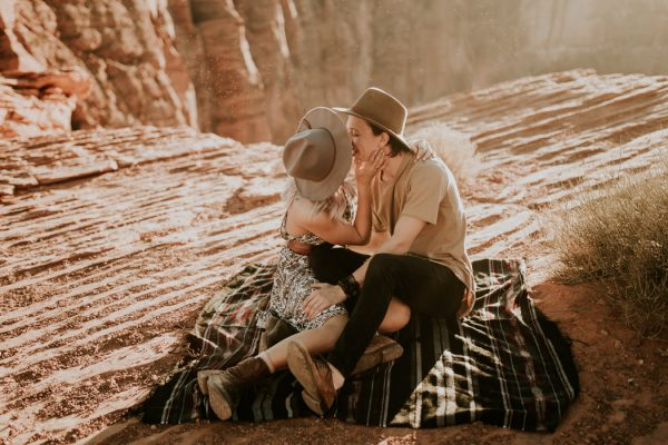 jaw-dropping-destination-engagement-session-at-horseshoe-bend-3