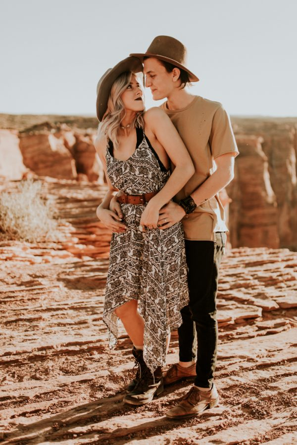 jaw-dropping-destination-engagement-session-at-horseshoe-bend-4
