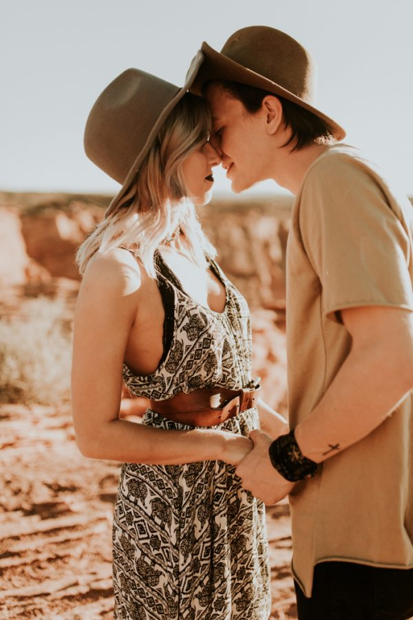 jaw-dropping-destination-engagement-session-at-horseshoe-bend-8