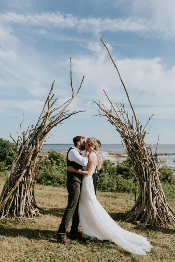 naturally-boho-maine-wedding-at-the-lookout-38-600x900