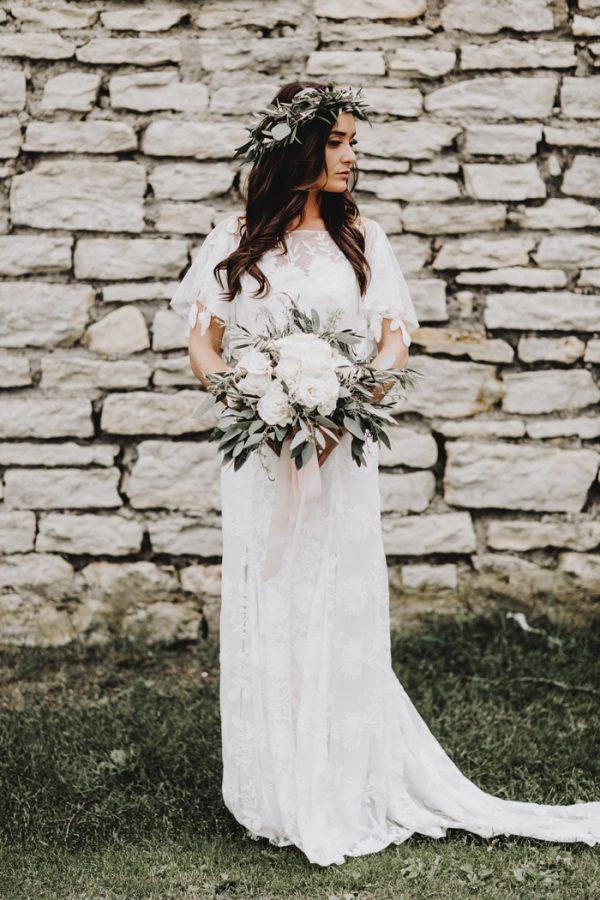 romantic-and-rustic-minnesota-wedding-at-mayowood-stone-barn-10