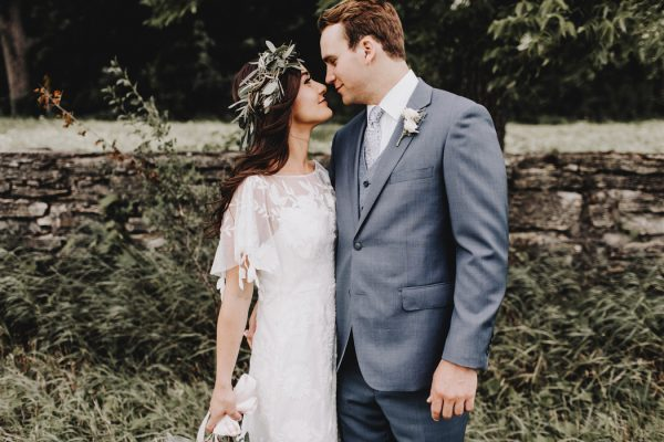 romantic-and-rustic-minnesota-wedding-at-mayowood-stone-barn-13