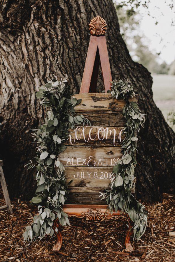 romantic-and-rustic-minnesota-wedding-at-mayowood-stone-barn-14