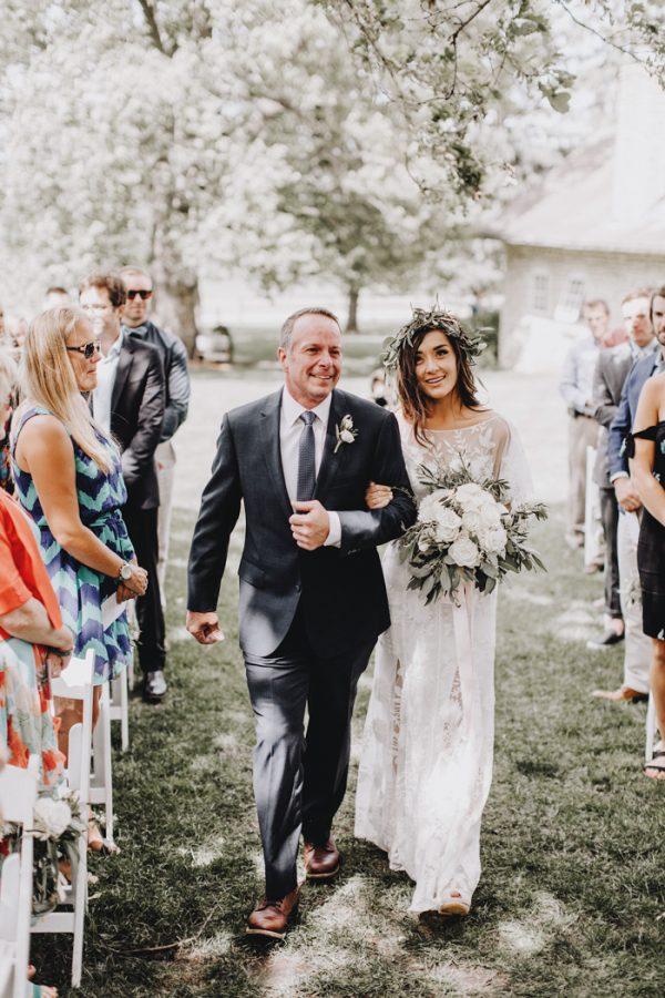 romantic-and-rustic-minnesota-wedding-at-mayowood-stone-barn-15