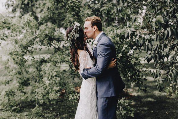 romantic-and-rustic-minnesota-wedding-at-mayowood-stone-barn-5
