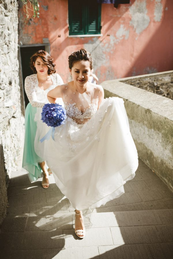 this-breathtaking-cinque-terre-wedding-has-the-most-stunning-bespoke-gown-11
