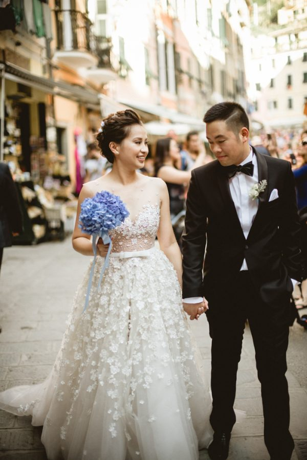 this-breathtaking-cinque-terre-wedding-has-the-most-stunning-bespoke-gown-16