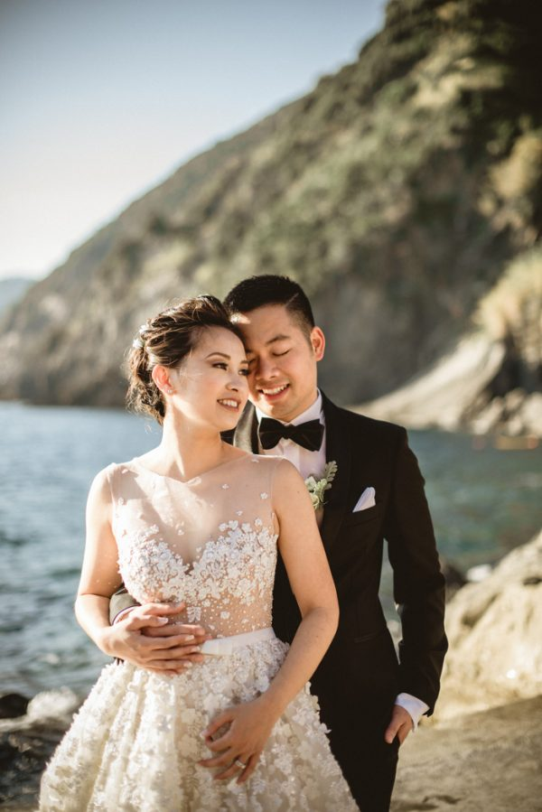 this-breathtaking-cinque-terre-wedding-has-the-most-stunning-bespoke-gown-23