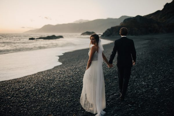 this-oceanside-wedding-at-shelter-cove-is-the-epitome-of-laid-back-chic-44-600x400