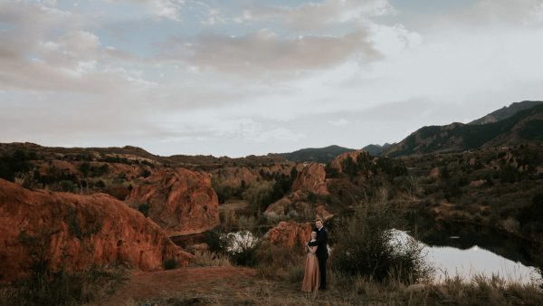 this-red-rocks-canyon-engagement-is-filled-with-copper-hues-12