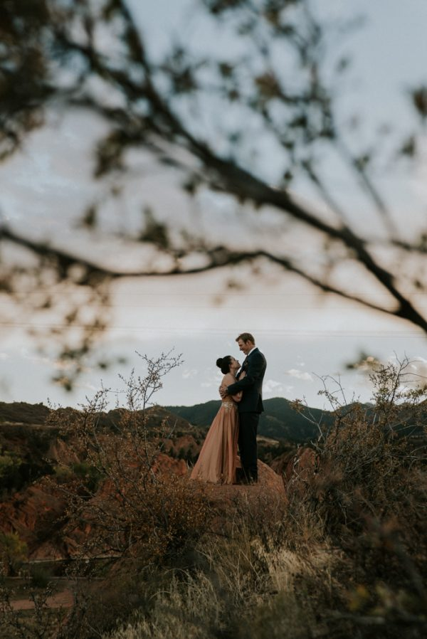 this-red-rocks-canyon-engagement-is-filled-with-copper-hues-16