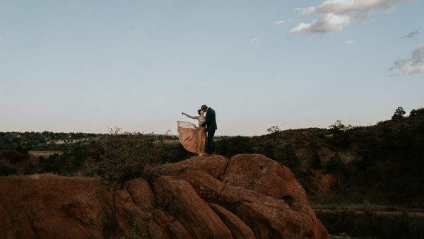 this-red-rocks-canyon-engagement-is-filled-with-copper-hues-17