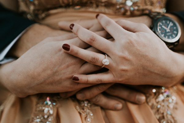 this-red-rocks-canyon-engagement-is-filled-with-copper-hues-2