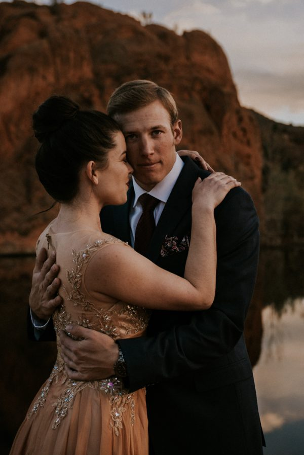 this-red-rocks-canyon-engagement-is-filled-with-copper-hues-24