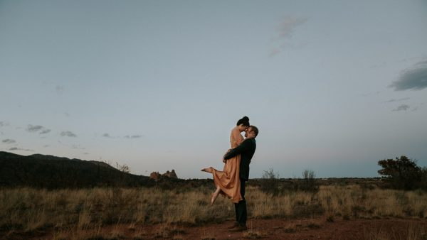 this-red-rocks-canyon-engagement-is-filled-with-copper-hues-3