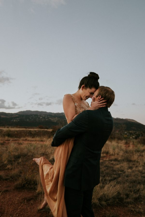 this-red-rocks-canyon-engagement-is-filled-with-copper-hues-4