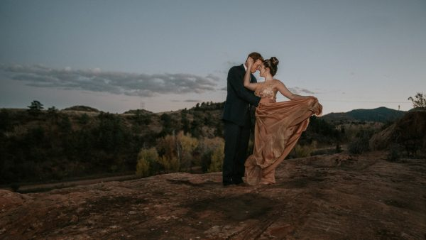 this-red-rocks-canyon-engagement-is-filled-with-copper-hues-5