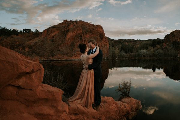 this-red-rocks-canyon-engagement-is-filled-with-copper-hues-8
