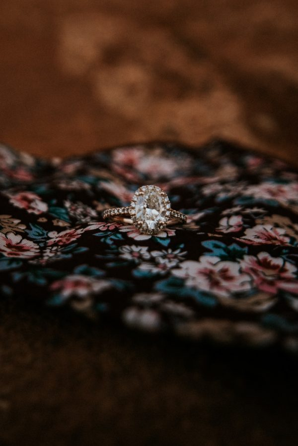 this-red-rocks-canyon-engagement-is-filled-with-copper-hues-9