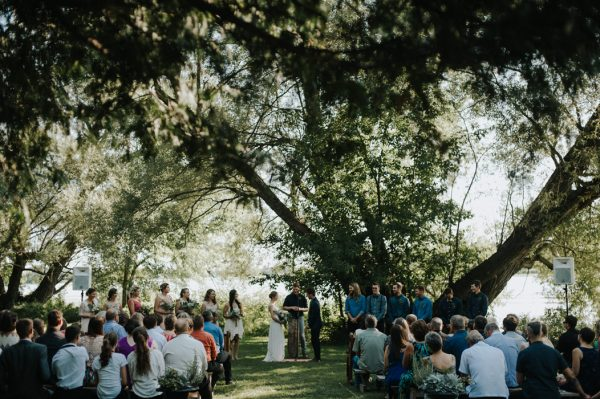 this-super-cool-summer-camp-wedding-is-all-about-community-31