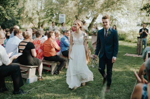 this-super-cool-summer-camp-wedding-is-all-about-community-33