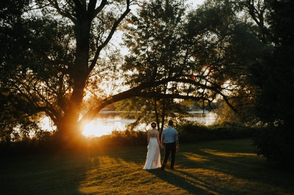 this-super-cool-summer-camp-wedding-is-all-about-community-43