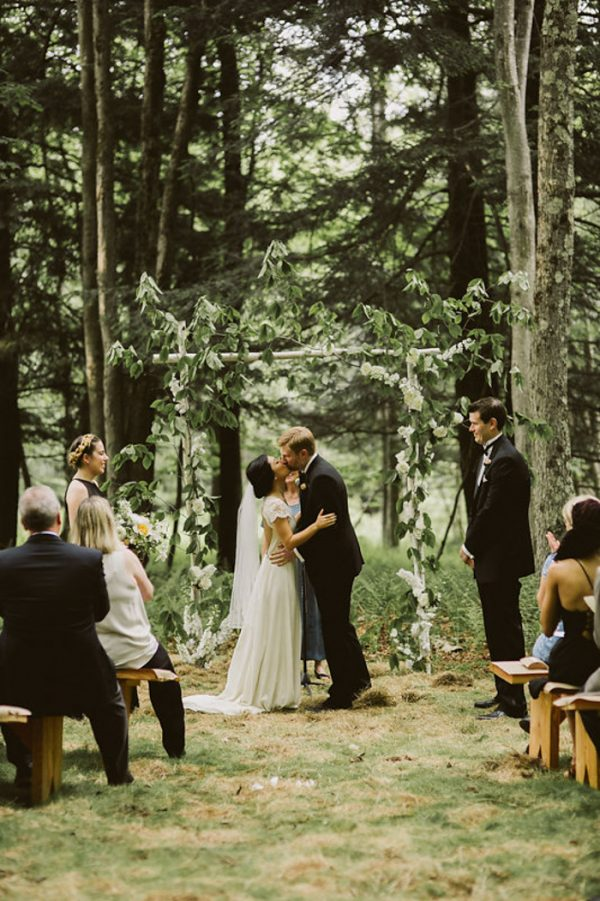 timeless-catskills-barn-wedding-at-handsome-hollow-36