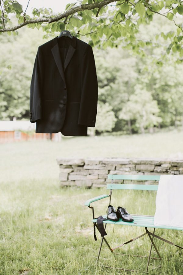 timeless-catskills-barn-wedding-at-handsome-hollow-47