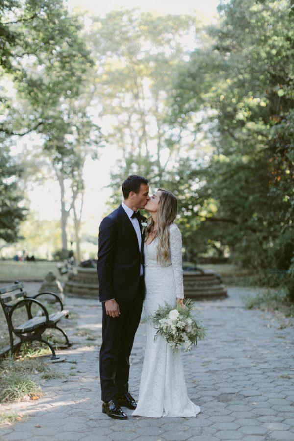 this-couple-threw-an-outdoor-barbecue-wedding-in-brooklyn-at-501-union-amber-gress-photography-20