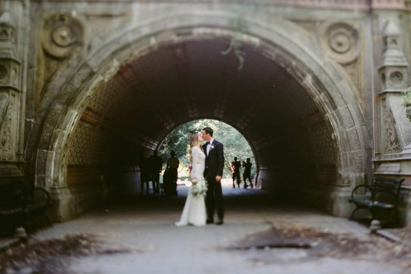 this-couple-threw-an-outdoor-barbecue-wedding-in-brooklyn-at-501-union-amber-gress-photography-21