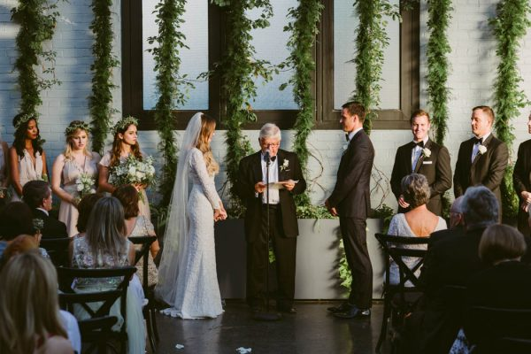 this-couple-threw-an-outdoor-barbecue-wedding-in-brooklyn-at-501-union-amber-gress-photography-35