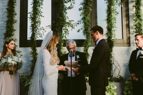 this-couple-threw-an-outdoor-barbecue-wedding-in-brooklyn-at-501-union-amber-gress-photography-36