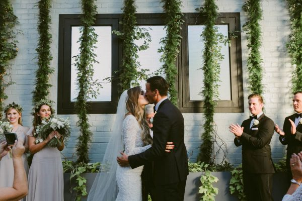 this-couple-threw-an-outdoor-barbecue-wedding-in-brooklyn-at-501-union-amber-gress-photography-37