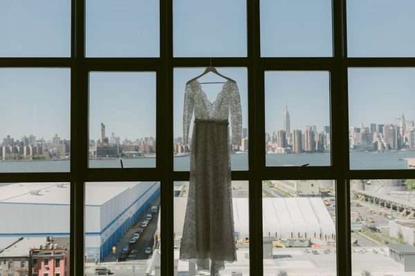 this-couple-threw-an-outdoor-barbecue-wedding-in-brooklyn-at-501-union-amber-gress-photography